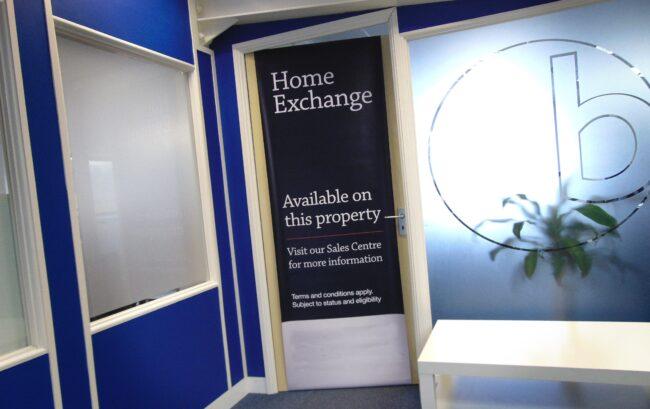 Show homes front of door banner